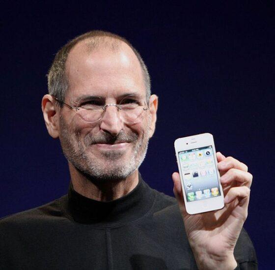 インドで再販売するiPhone4画像