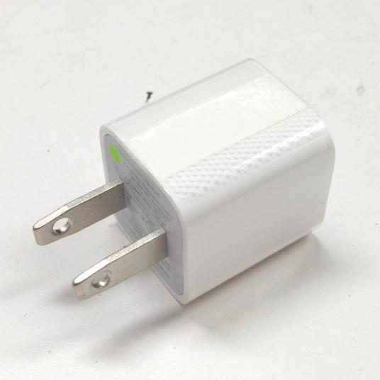 現行モデルに同梱されたいる電源アダプター