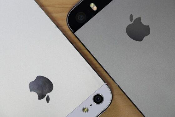 左側がiPhone5、右側がiPhone5S